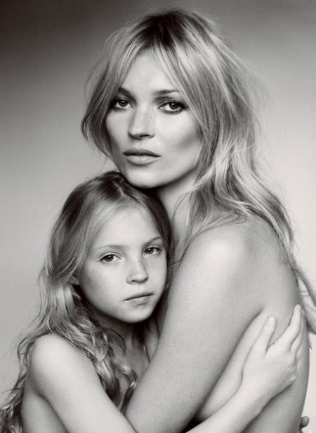 Vogue, Vogue Kate Moss y su hija Lila Grace, Vogue kate moss su hija sin dedos, vogue lila grace sin dedos, vogue kate moss retoque photoshop, katanga73, katanga73.wordpress.com, katarama